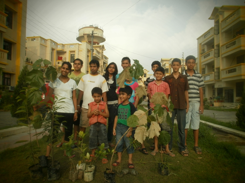 Trees-for-Doon-Happy-recipients-of-free-saplings